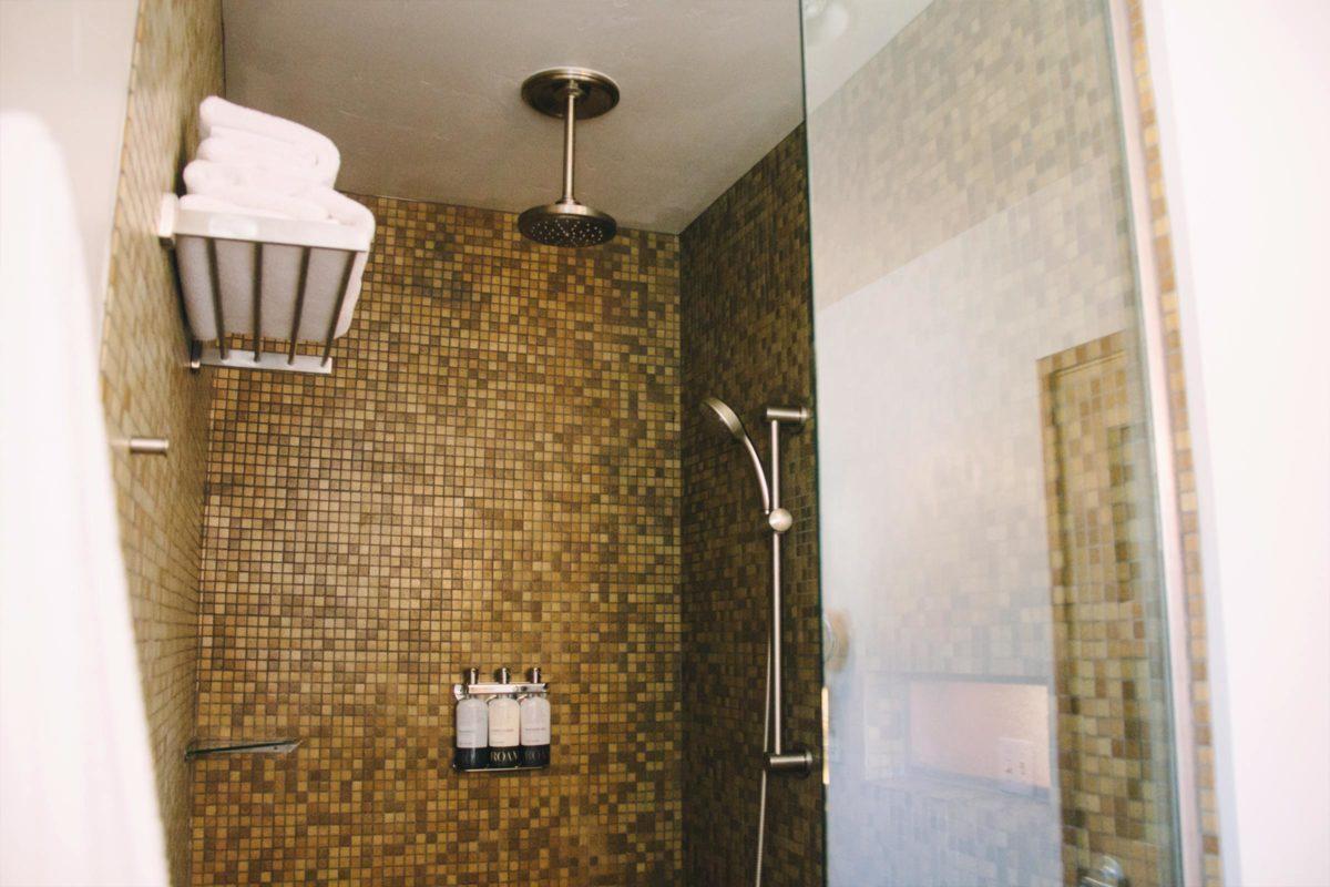 Courtyard King Bathroom