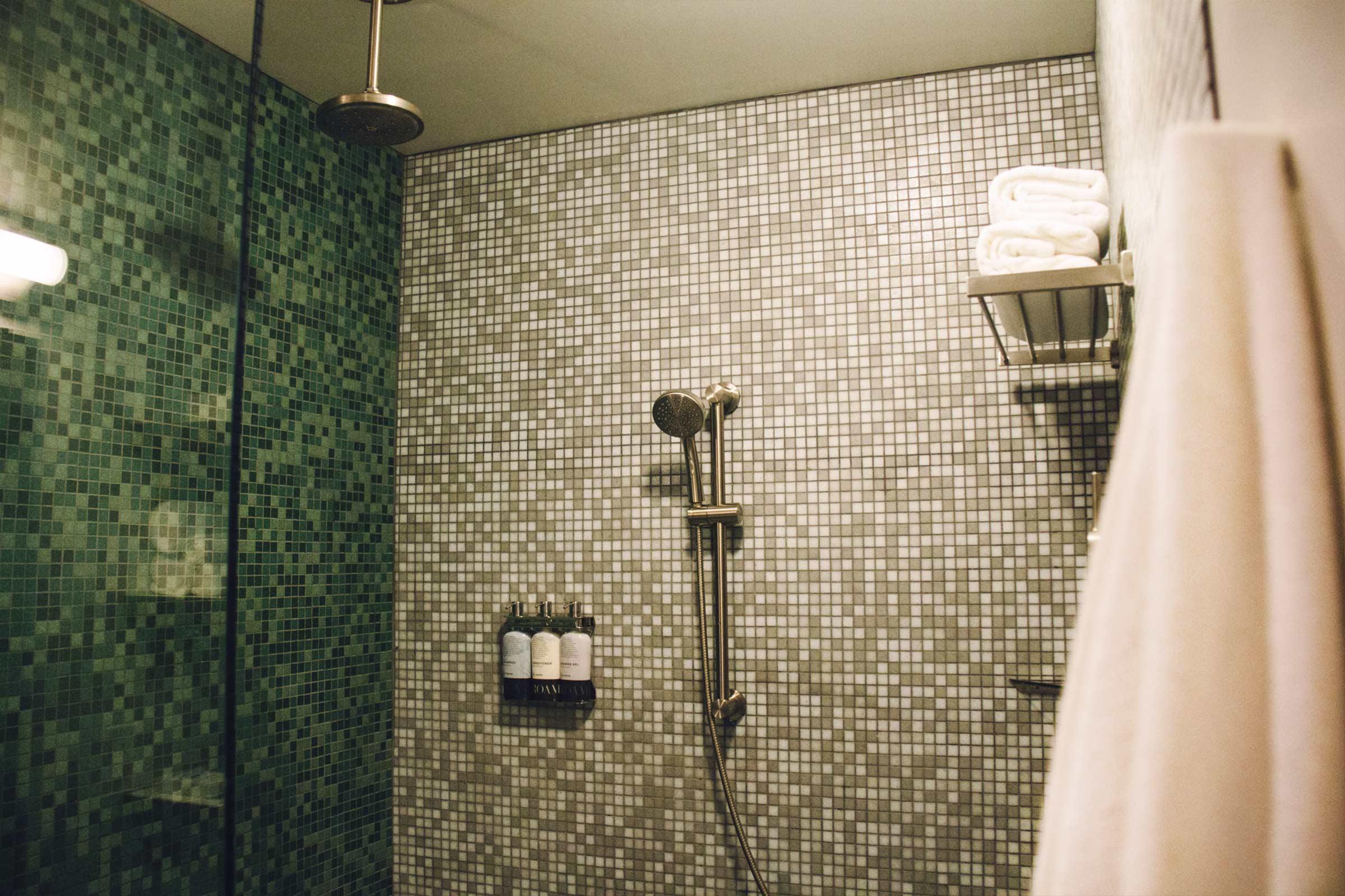 Double Queen Shower