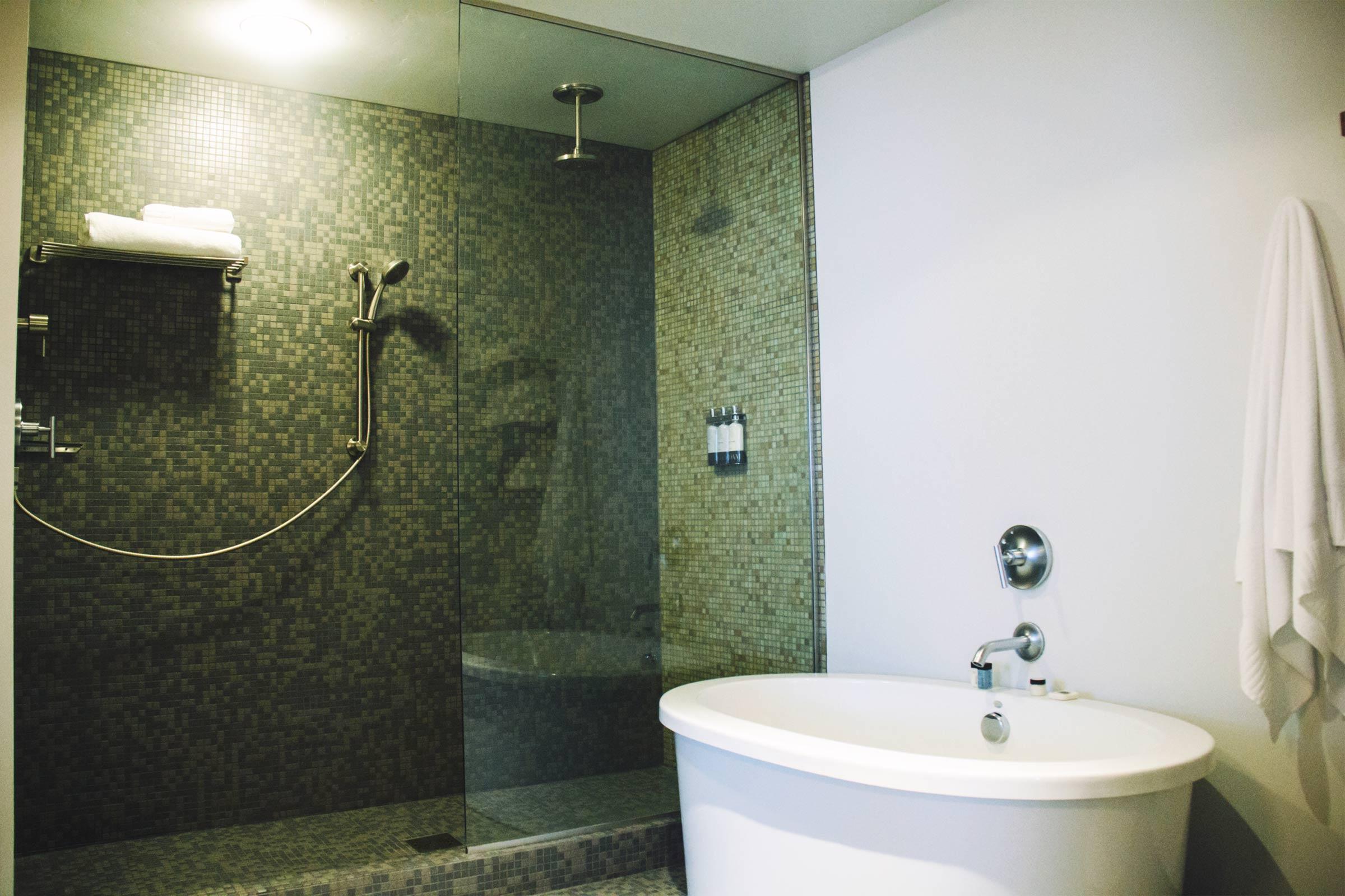 Queen Suite Bath