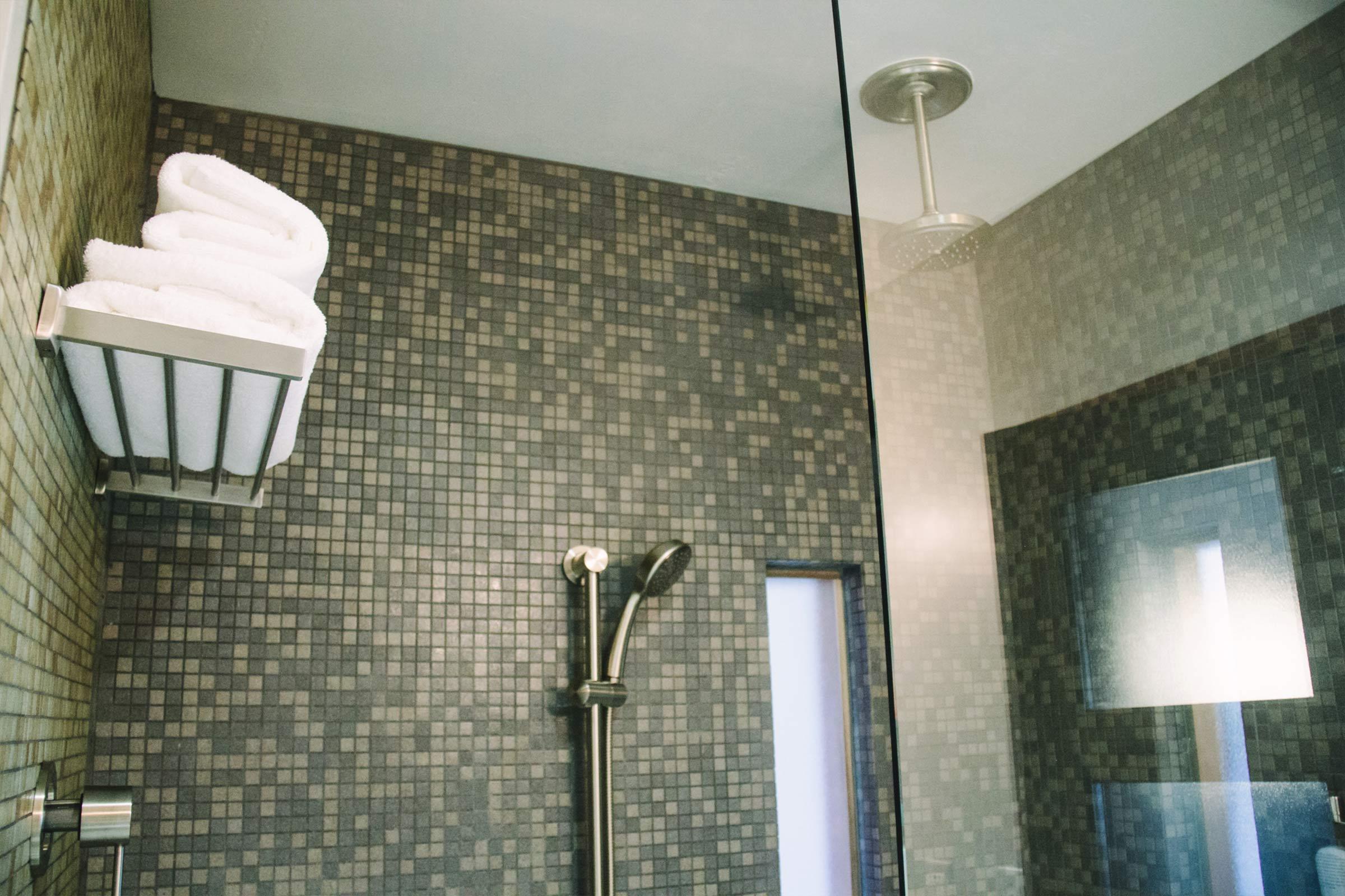 Single Queen Shower