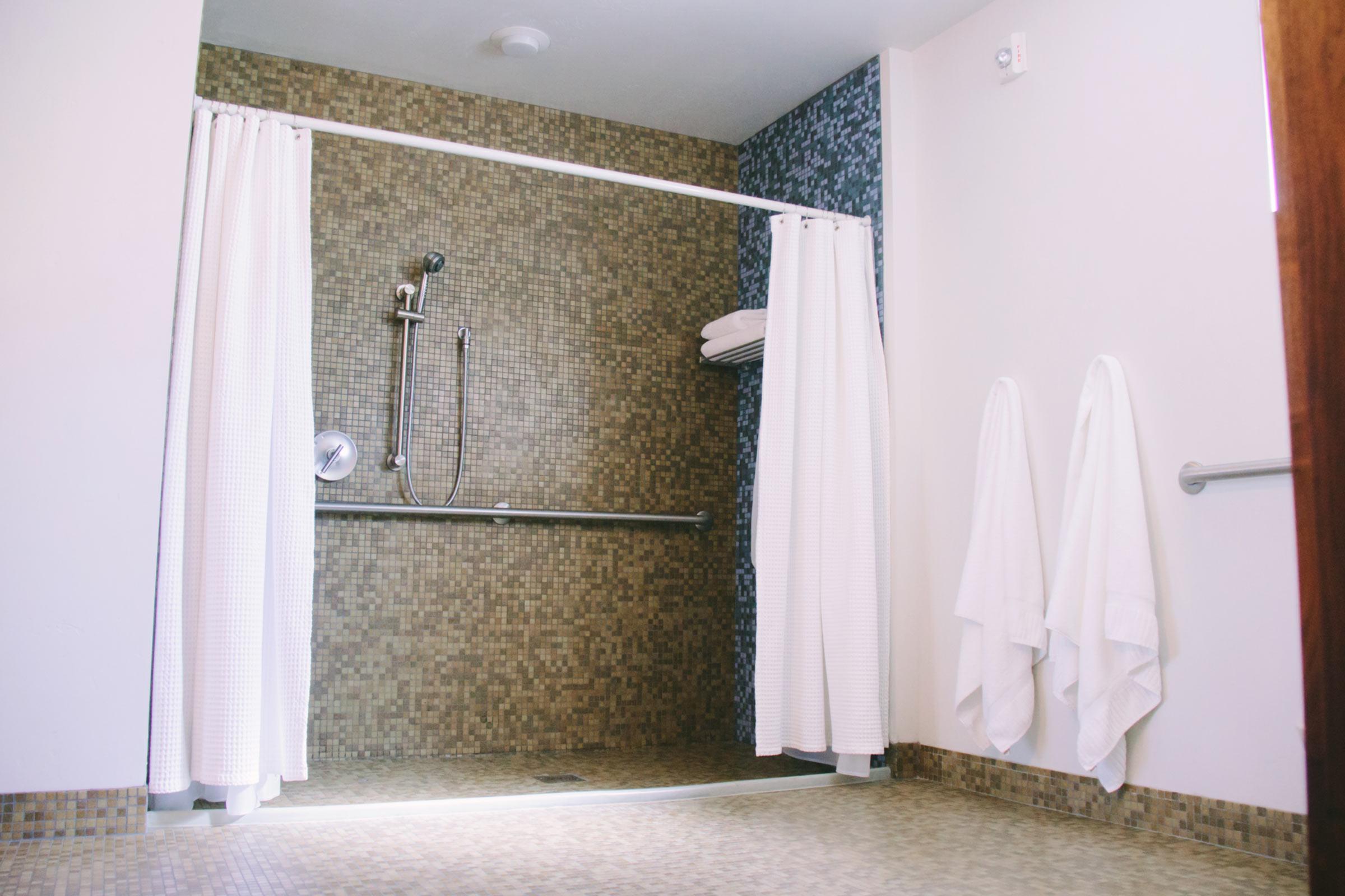 Queen Suite Bathroom