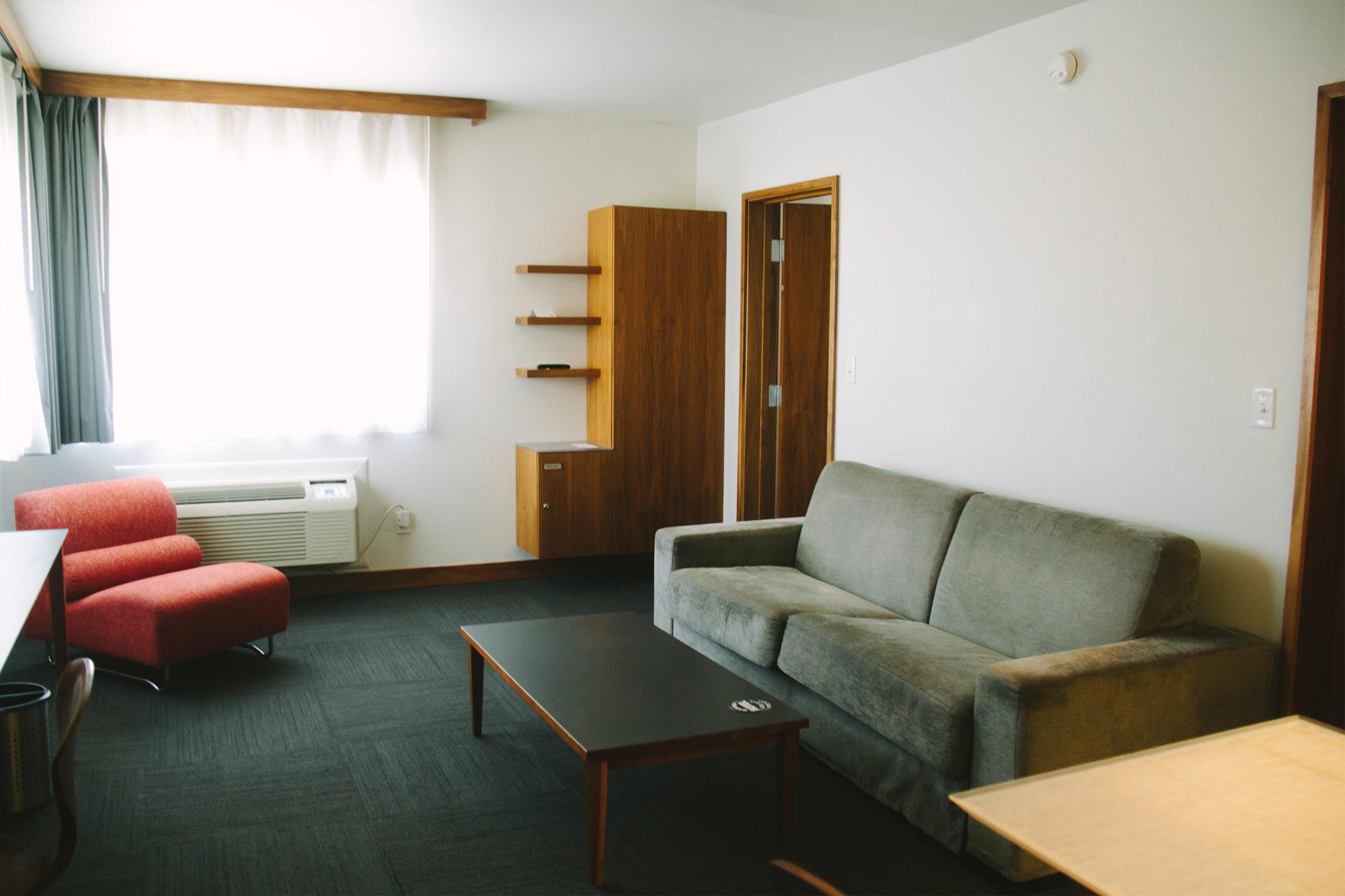 Queen Suite Living